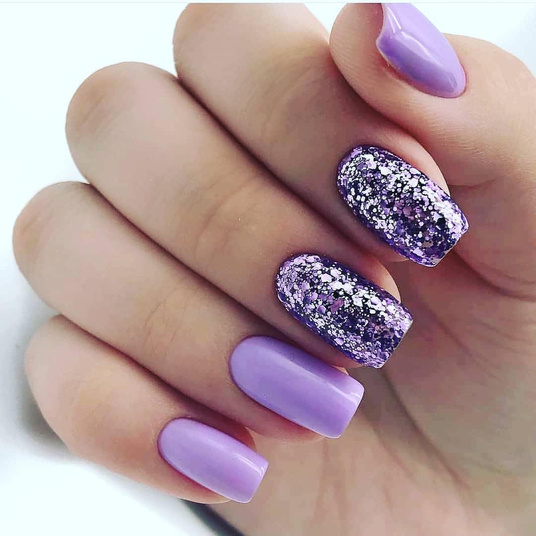 картинки ногти с розовыми сиреневыми блестками интересный дизайн девушки