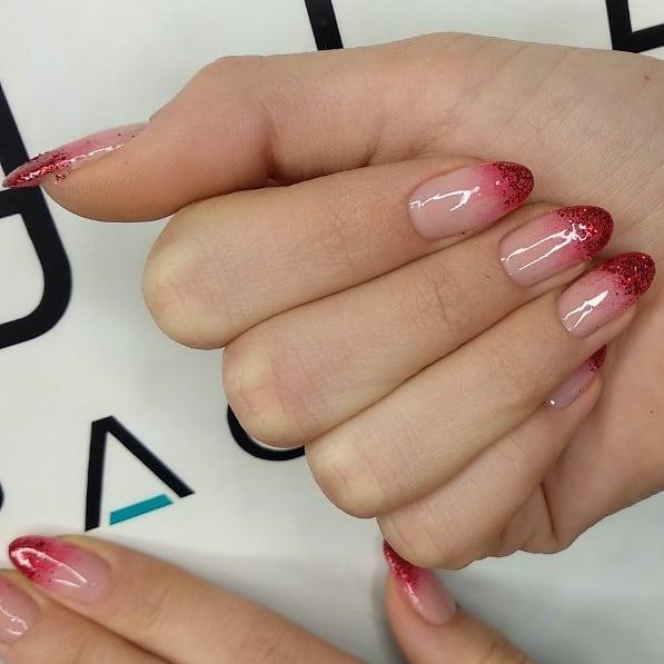 Красное омбре на ногтях_6