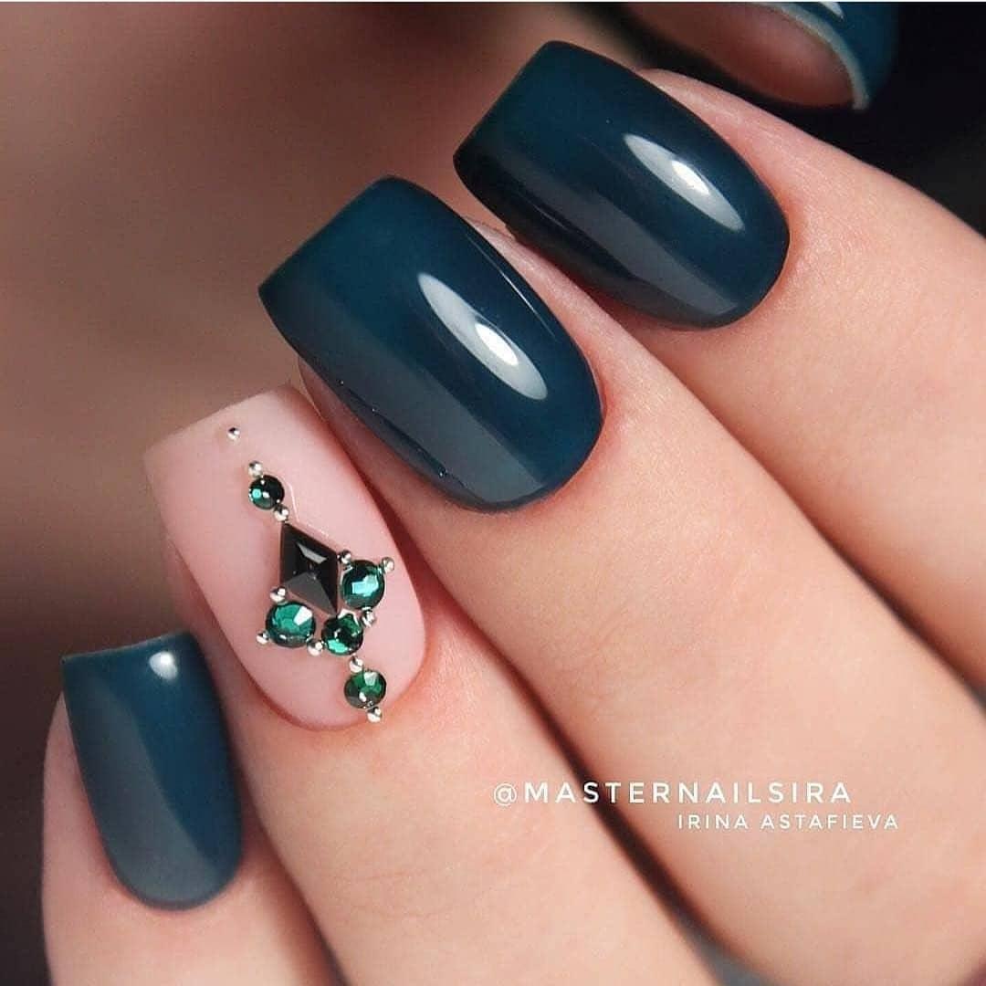 модный цвет маникюра_15
