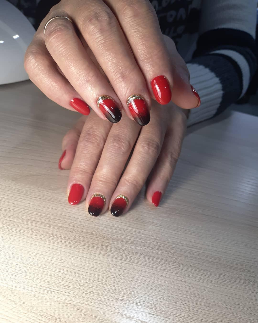 Красное омбре на ногтях_10