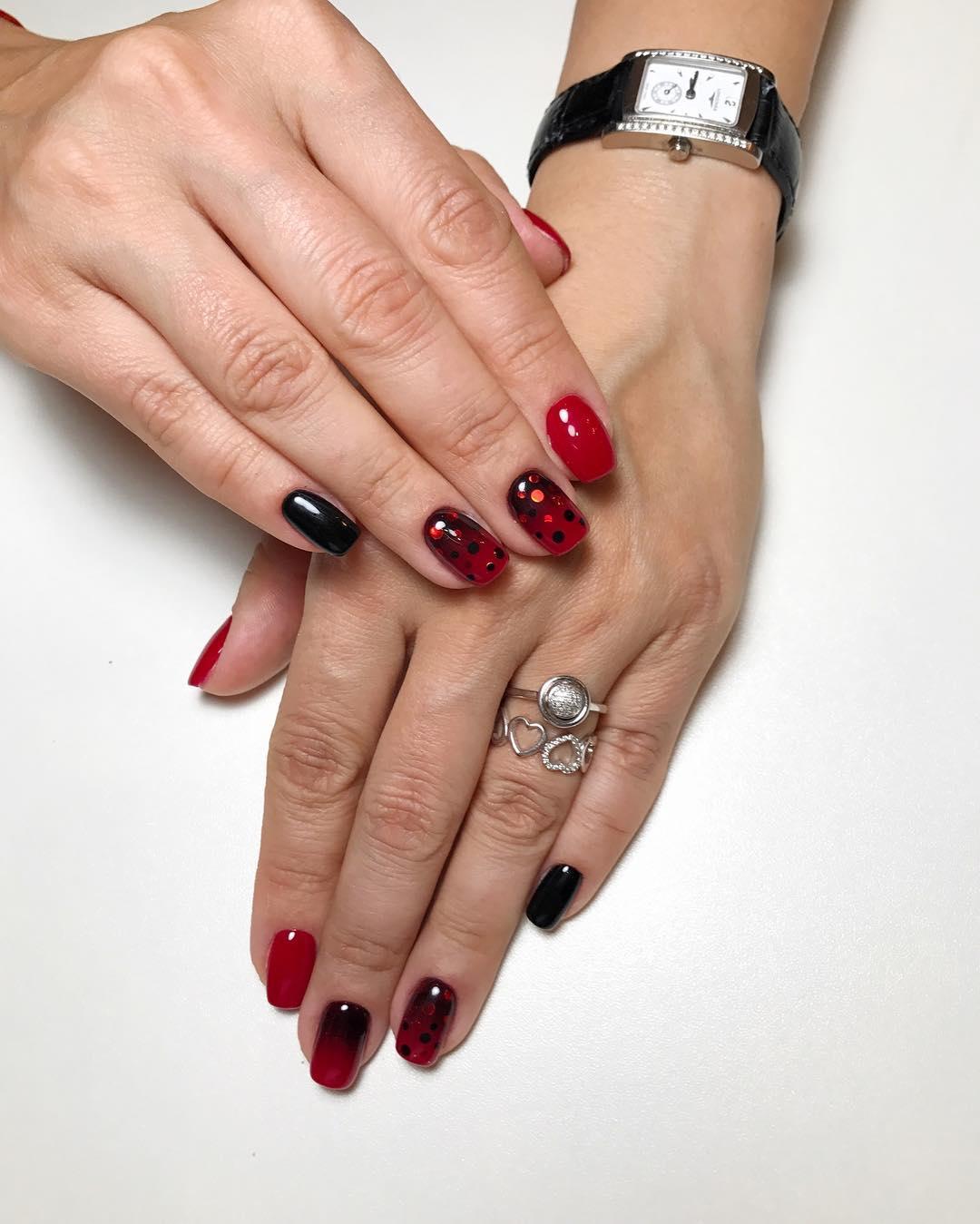 Красное омбре на ногтях_20