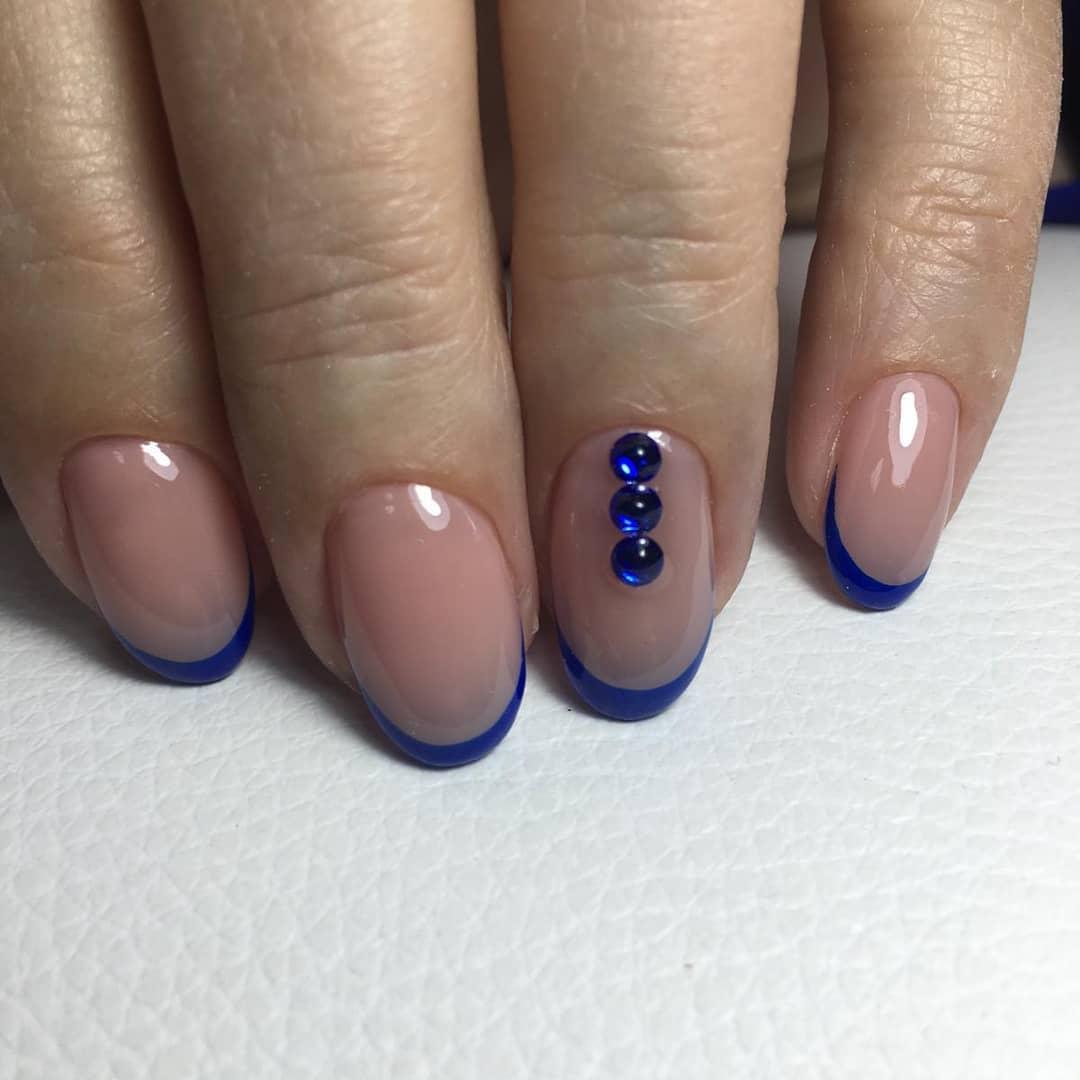 Цветной французский маникюр на короткие ногти_4