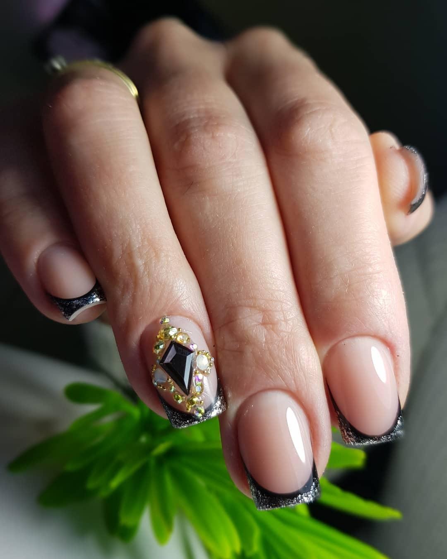 Цветной французский маникюр на короткие ногти_3