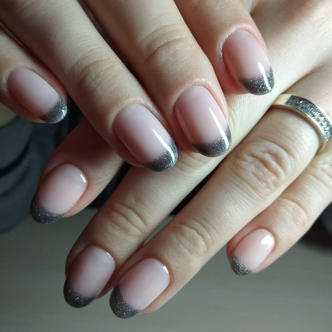 Цветной французский маникюр на короткие ногти_5
