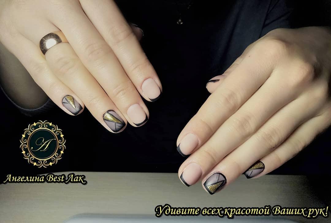 Французский маникюр на короткие ногти с геометрией_10