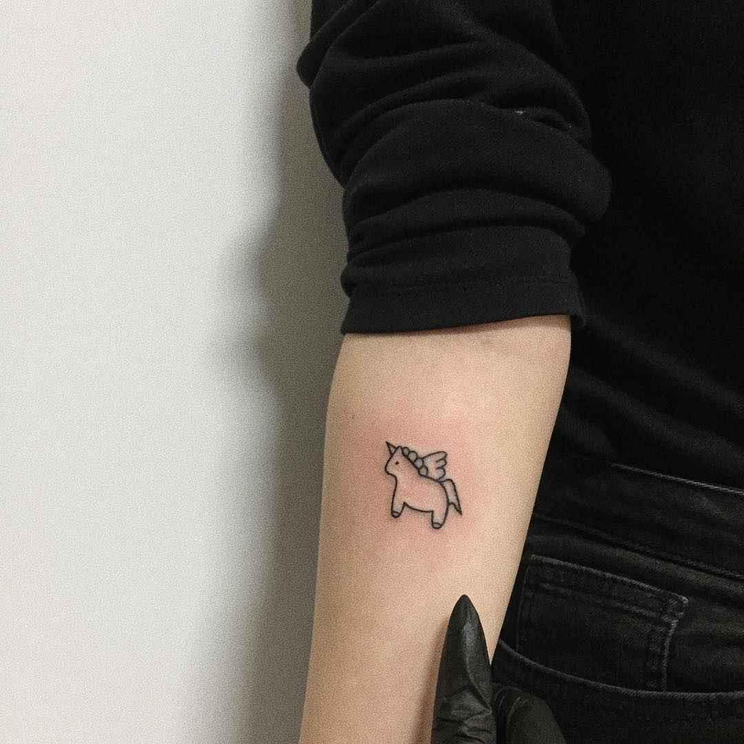 Маленькие татуировки на руке_24