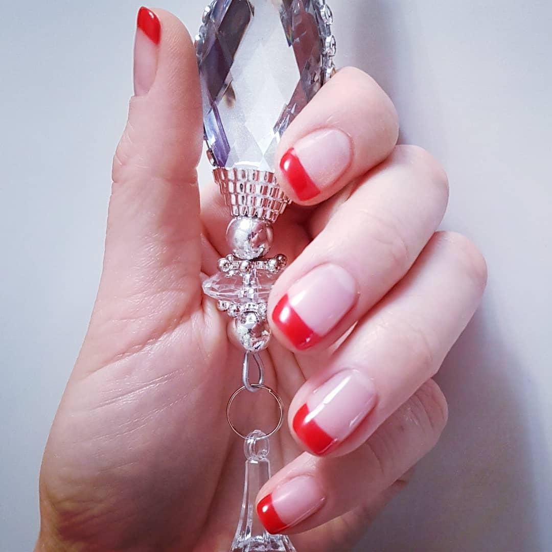 Цветной французский маникюр на короткие ногти_7