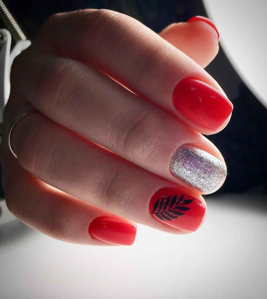 Коралловый маникюр на короткие ногти_6
