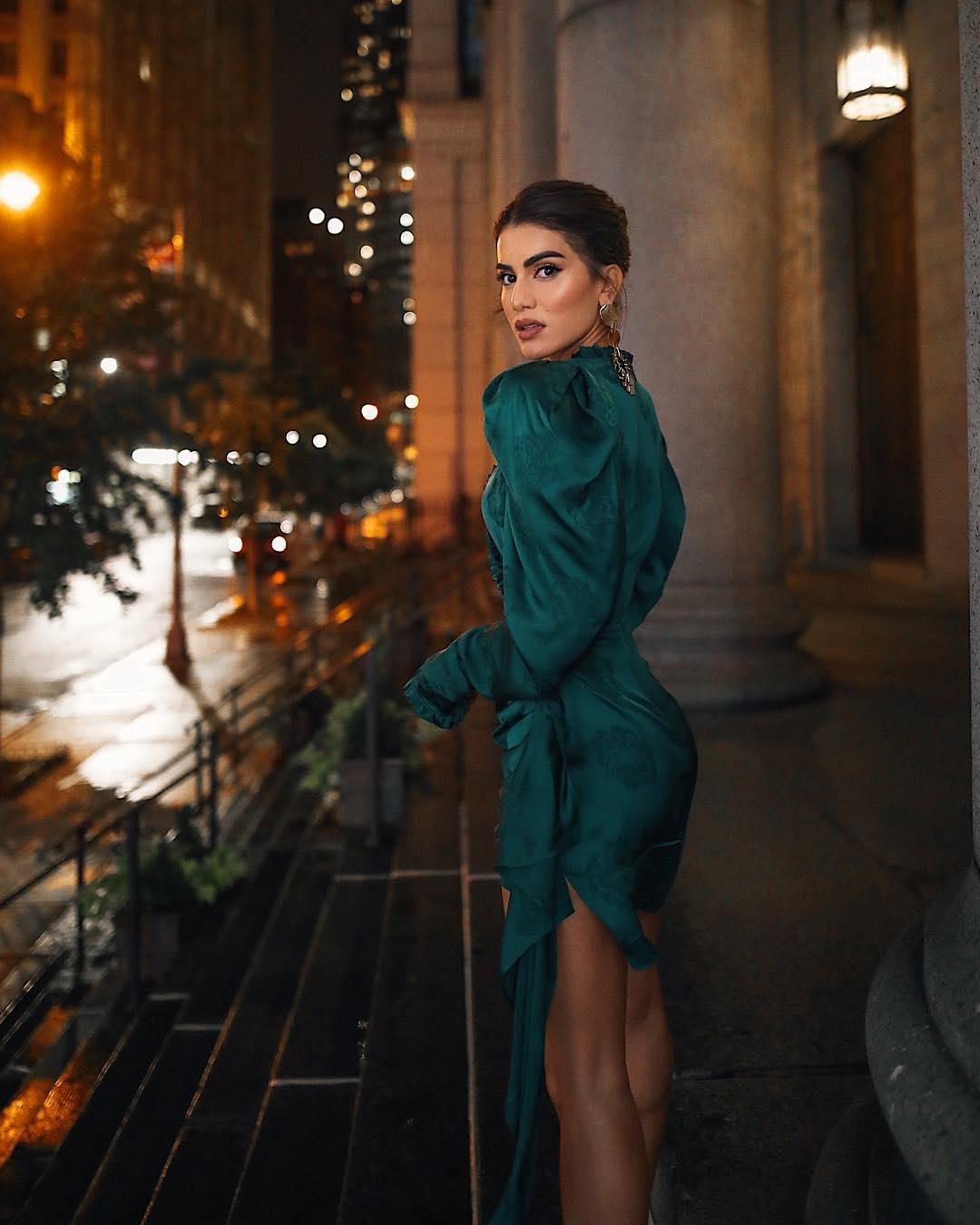 Модные весенние платья 2019 с широкими рукавами_44
