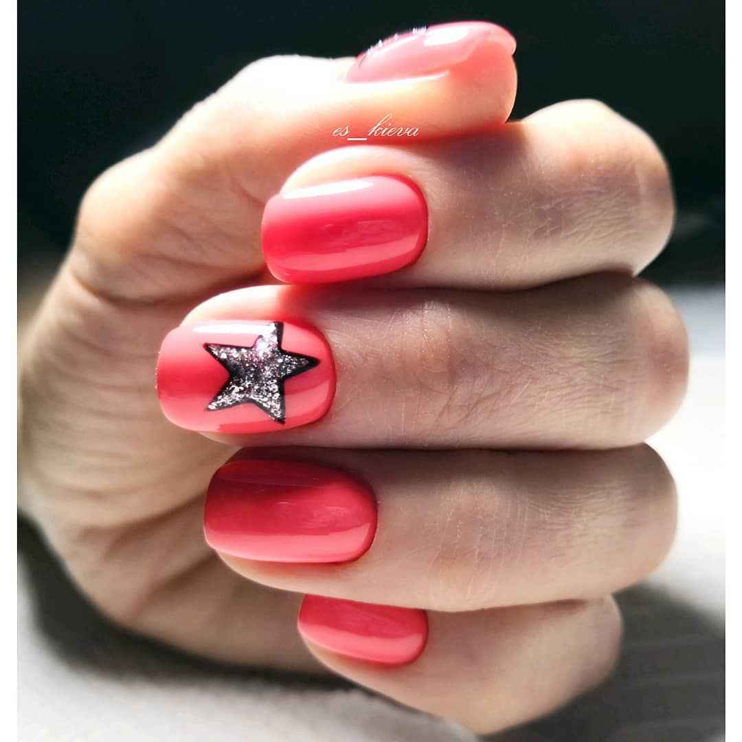 Коралловый маникюр на короткие ногти_9