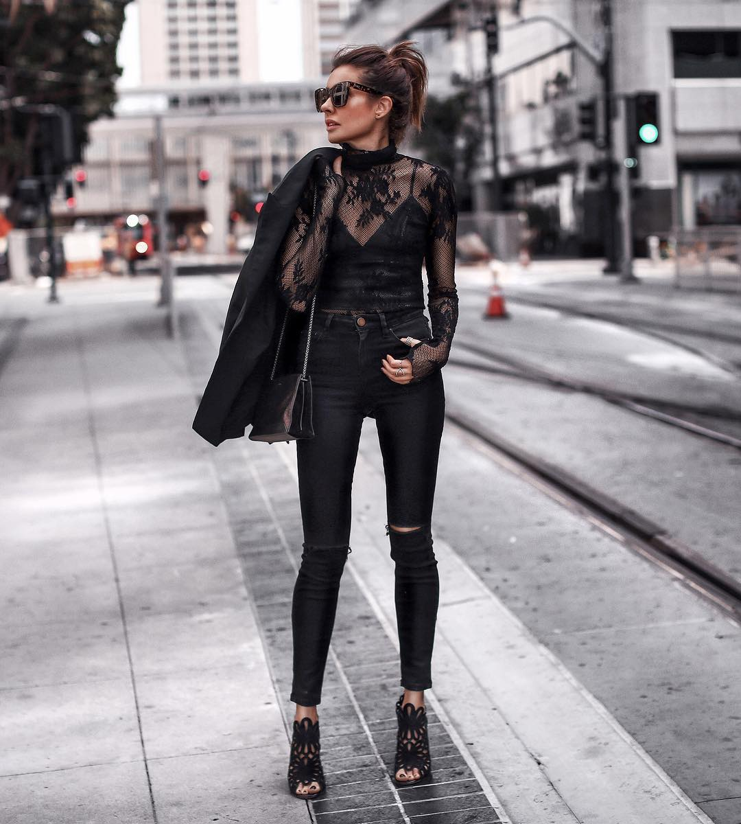 Луки с черными джинсами_7