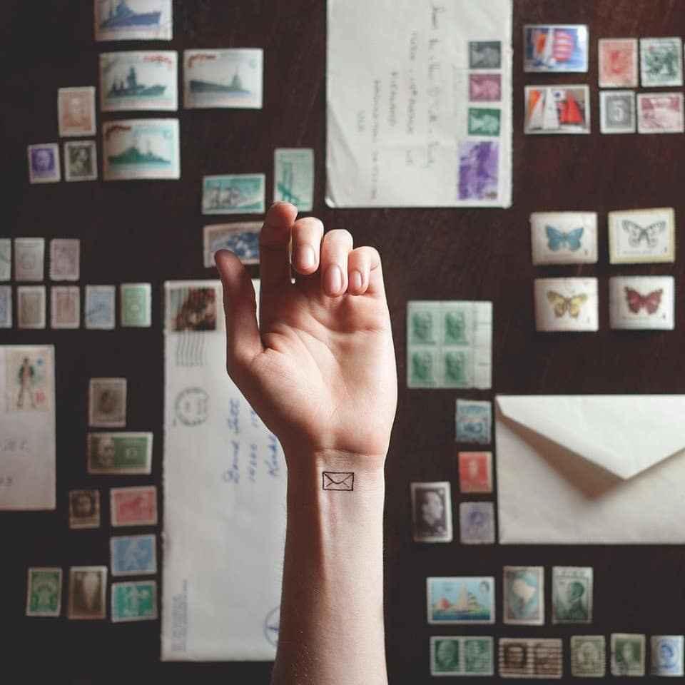 Маленькие татуировки на руке_23