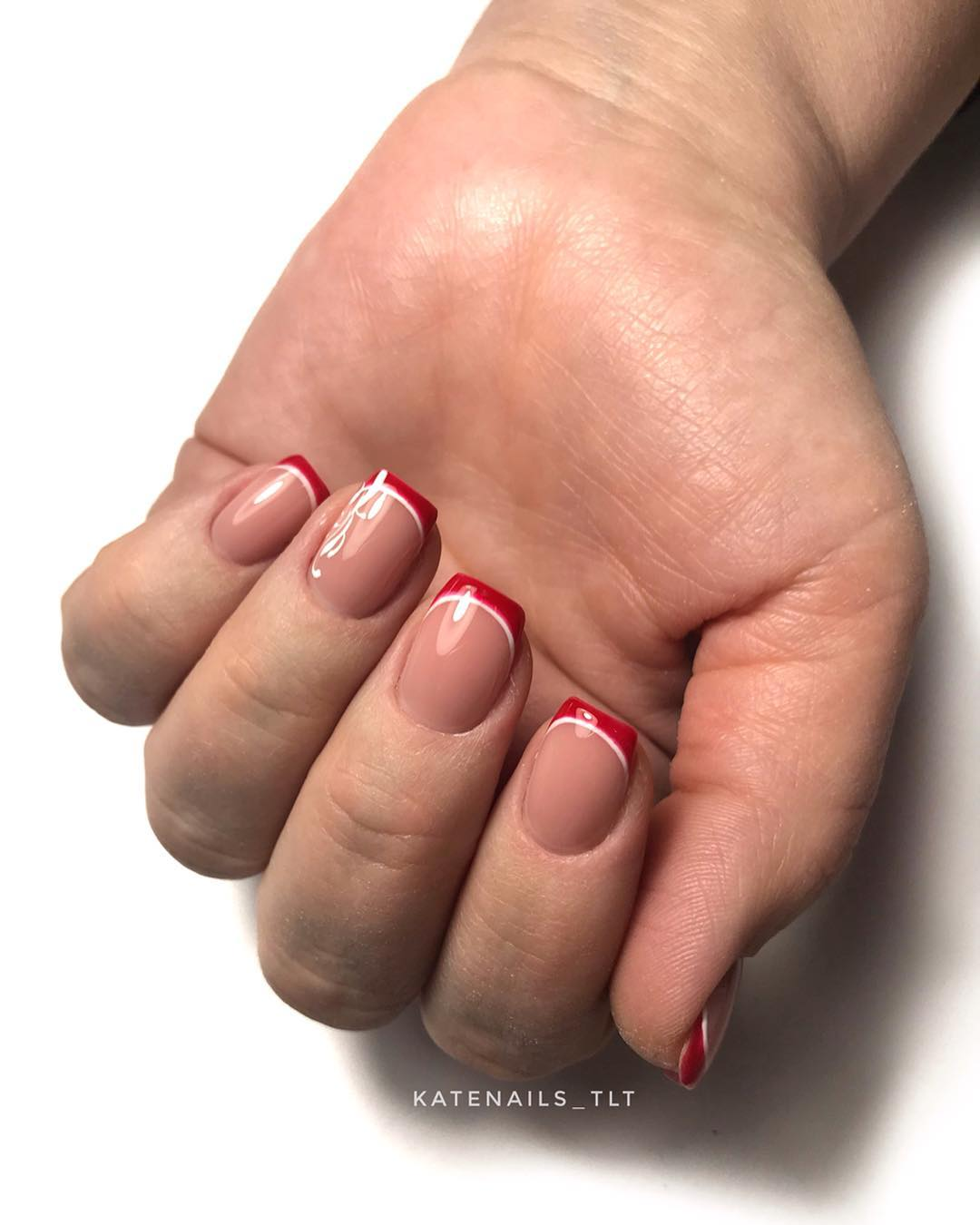 Цветной французский маникюр на короткие ногти_10