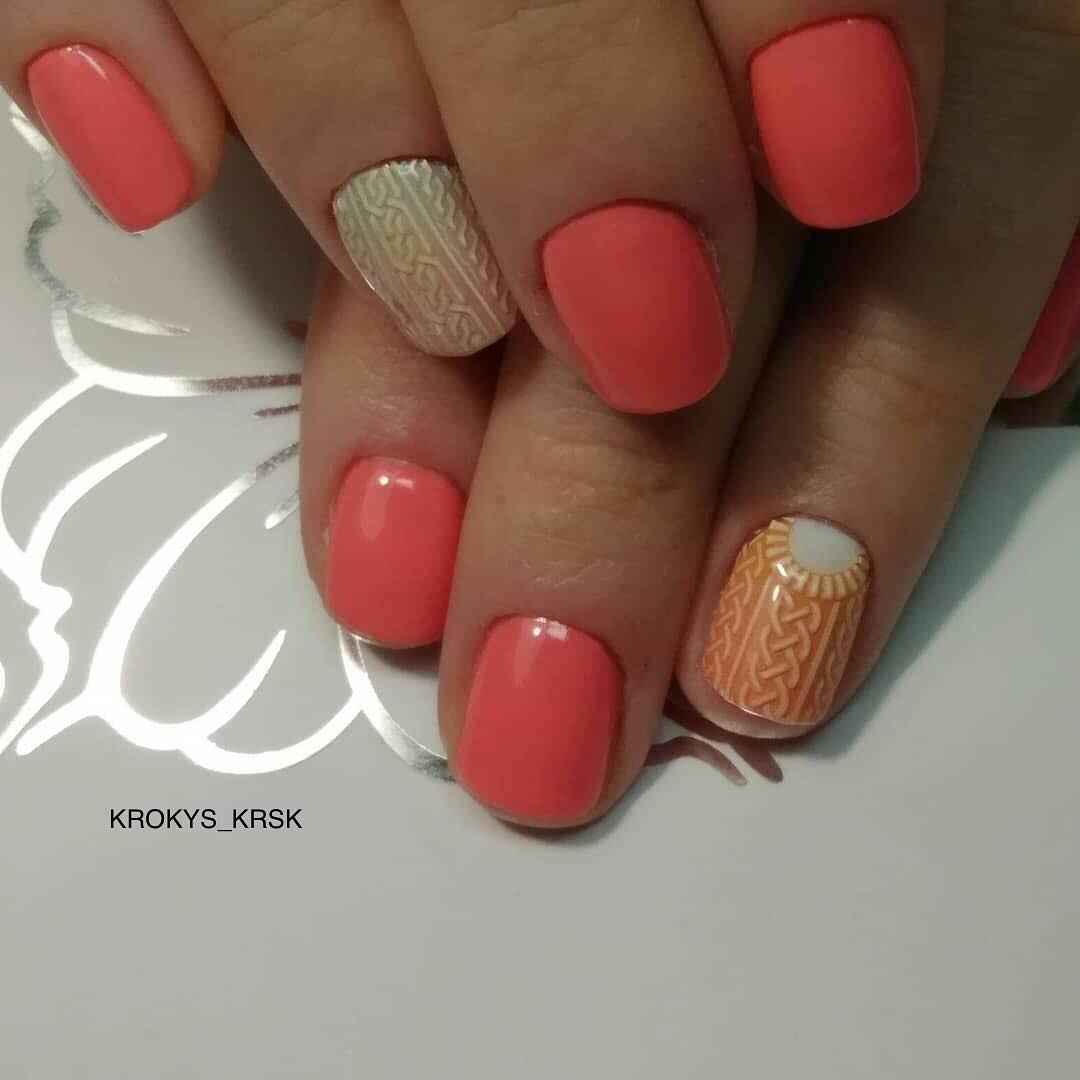 Коралловый маникюр на короткие ногти_16