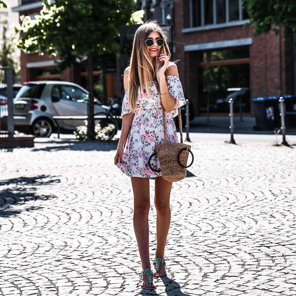 Платье с открытыми плечами_17