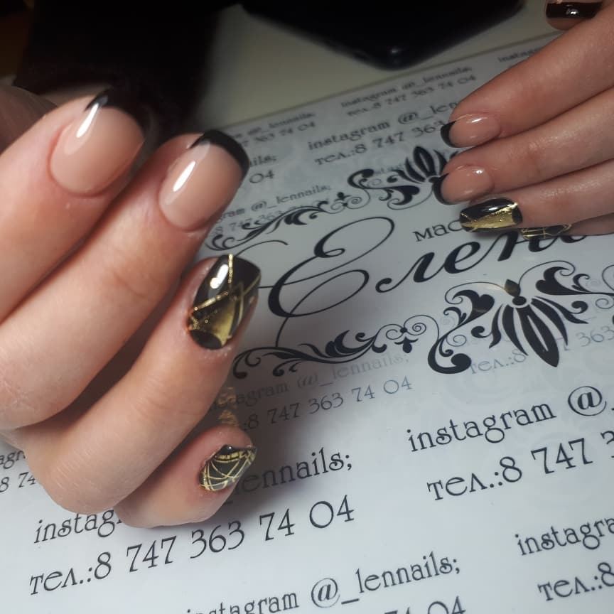 Цветной французский маникюр на короткие ногти_2