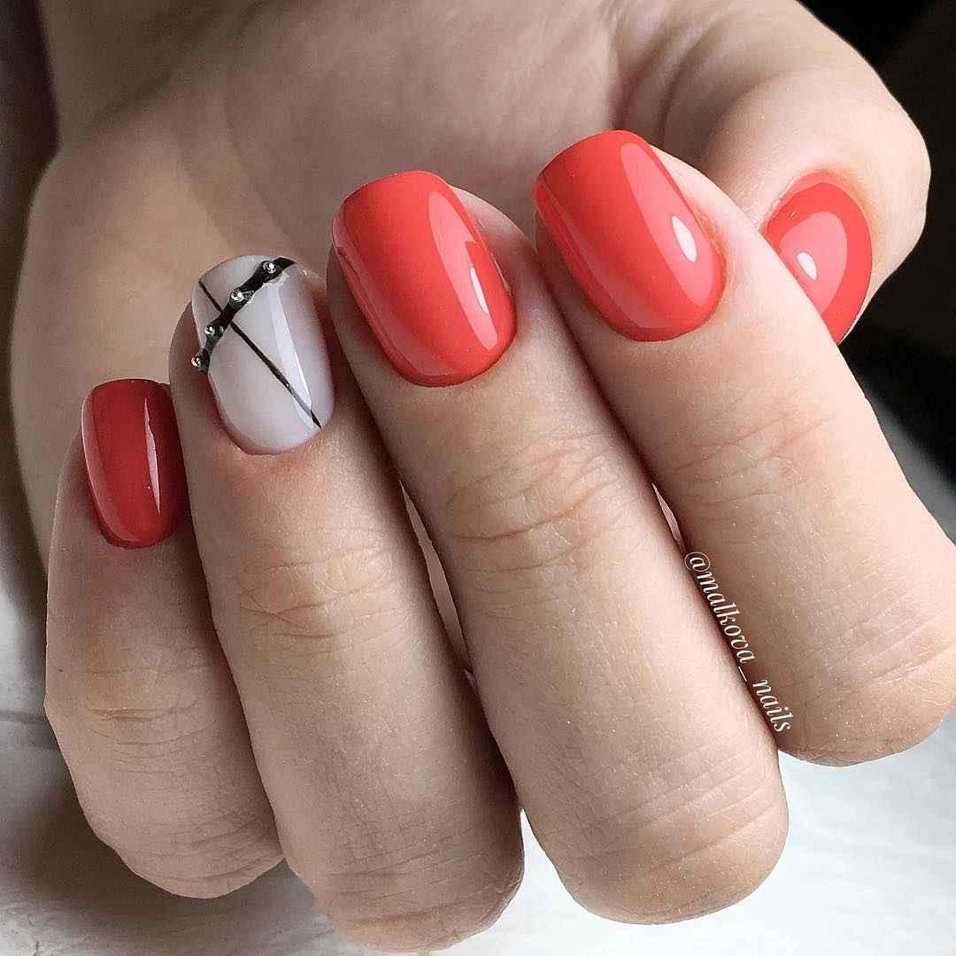 Коралловый маникюр на короткие ногти_17