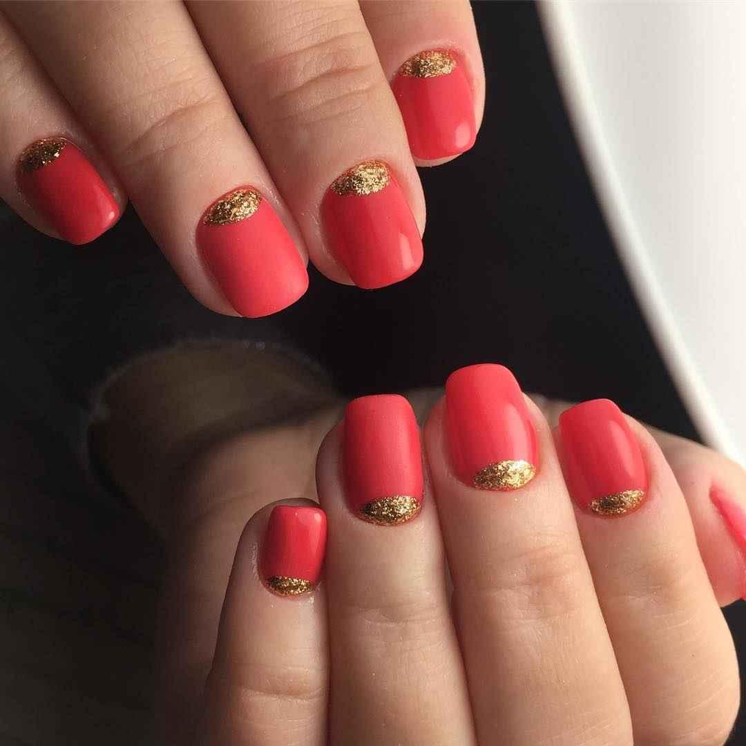 Коралловый маникюр на короткие ногти_18