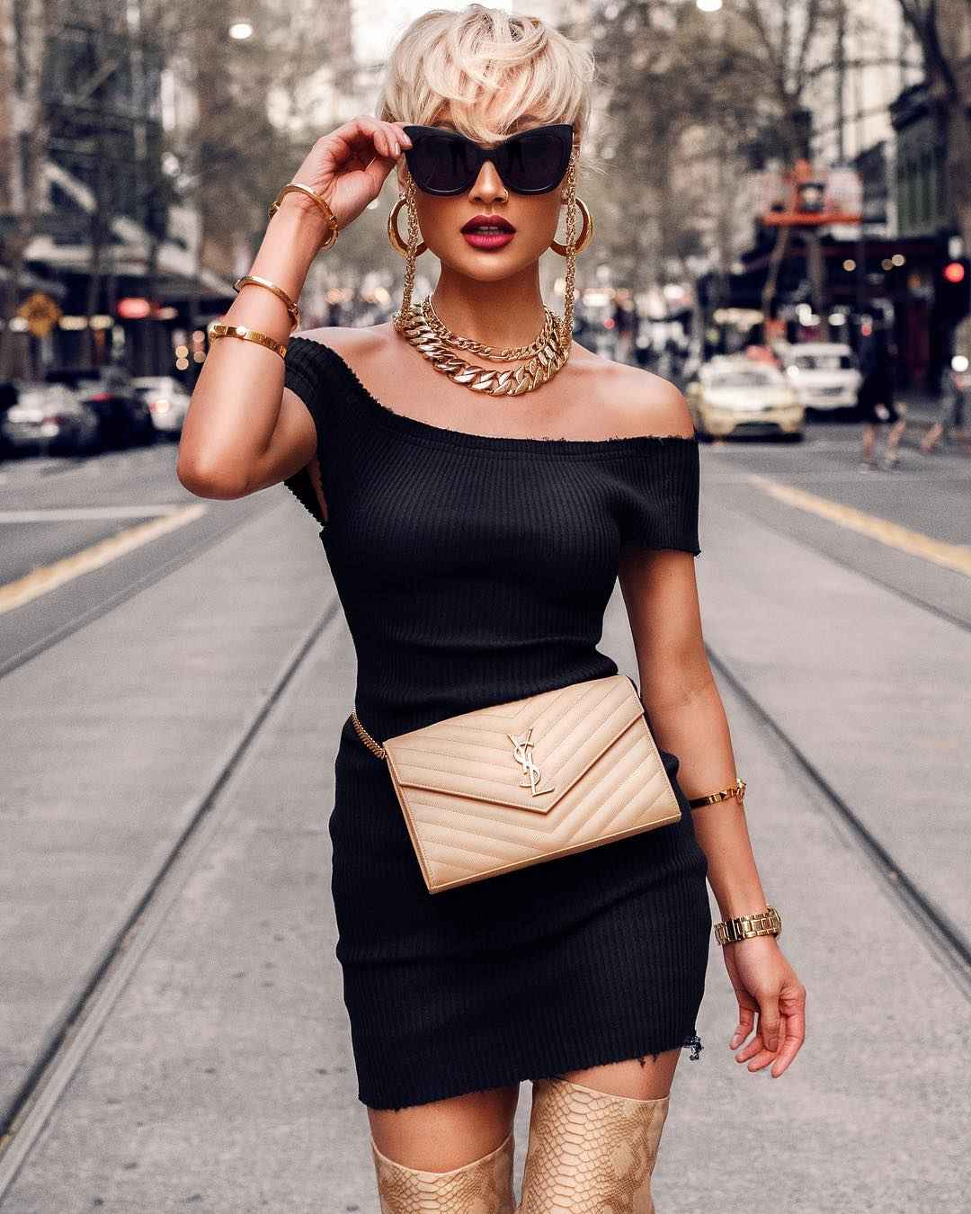 Платье с открытыми плечами_9