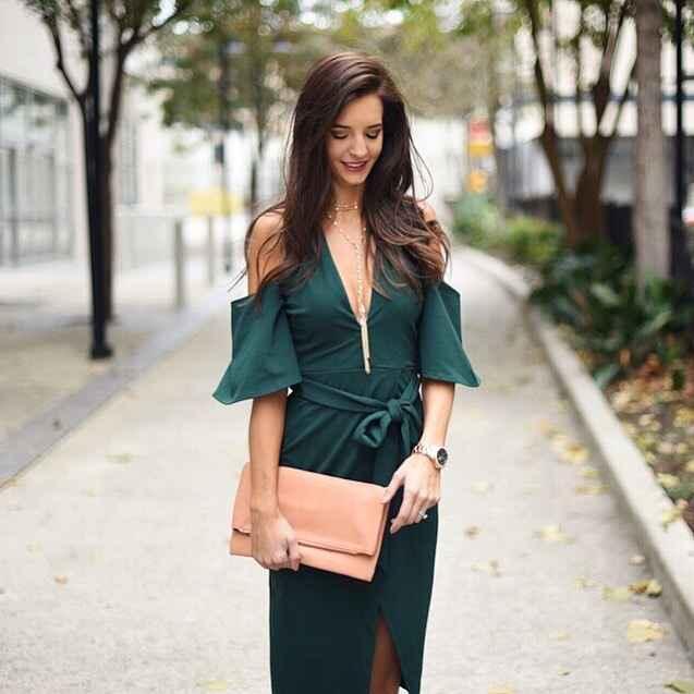 Платье с открытыми плечами_24