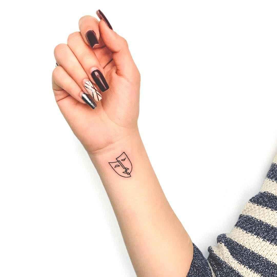 Маленькие татуировки на руке_15
