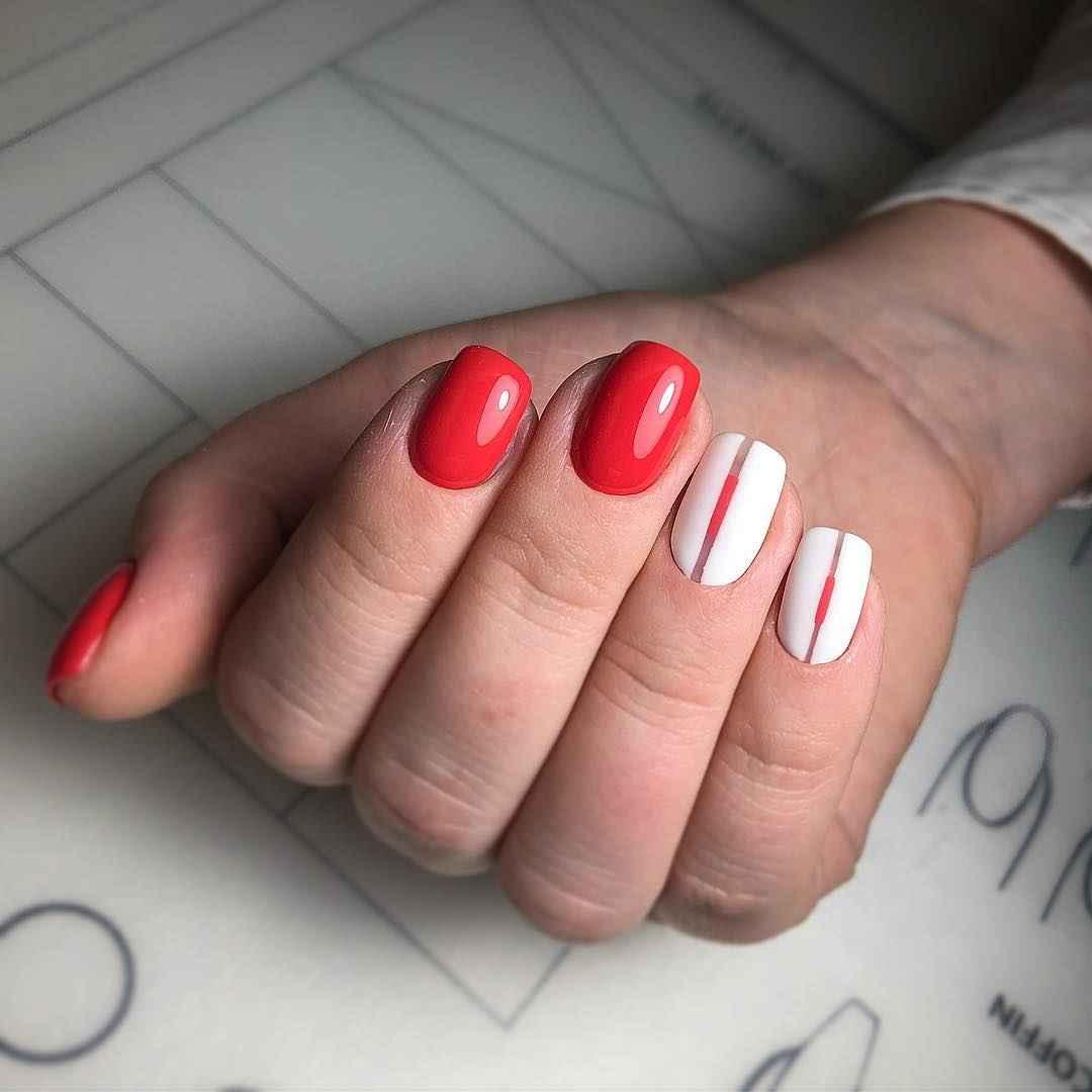 Коралловый маникюр на короткие ногти_26