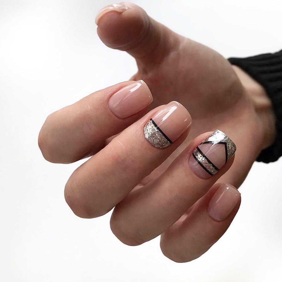 Французский маникюр на короткие ногти с геометрией_6