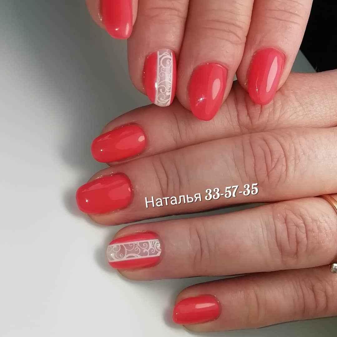 Коралловый маникюр на короткие ногти_28