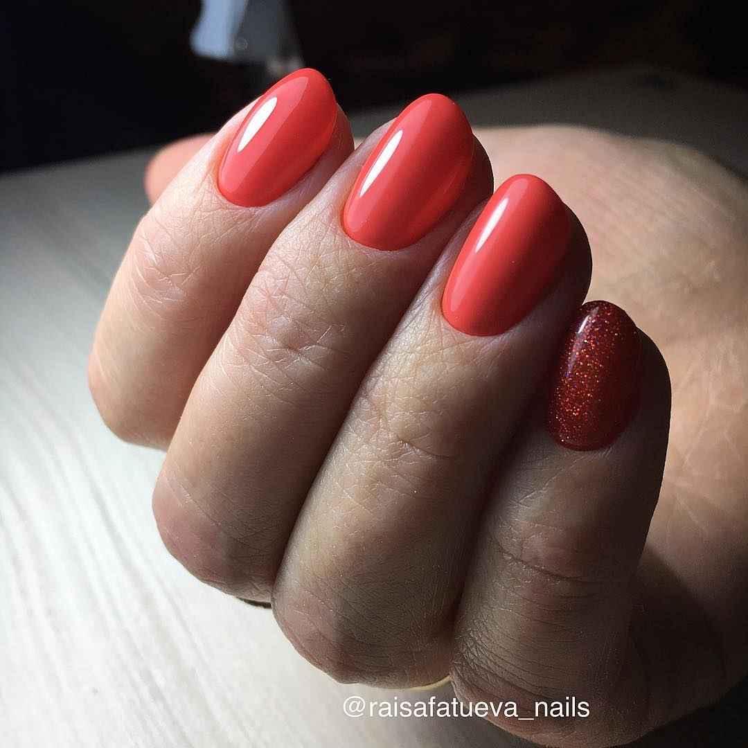Коралловый маникюр на короткие ногти_31