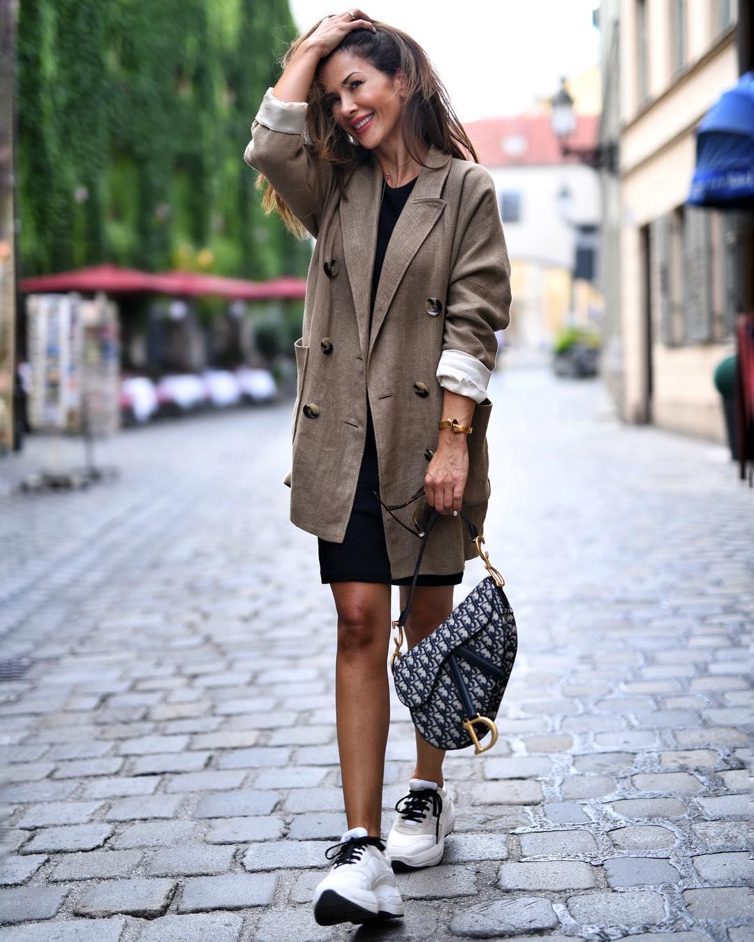 Платье с кроссовками фото_24