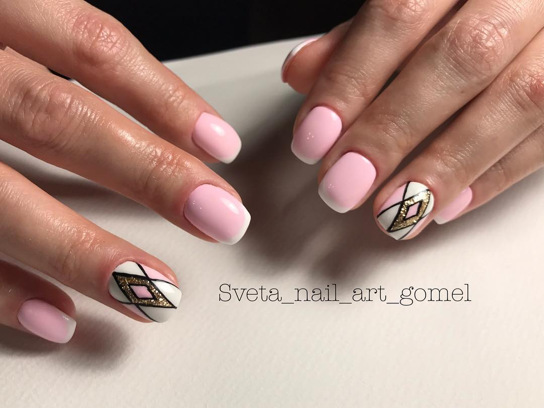 Французский маникюр на короткие ногти с геометрией_4