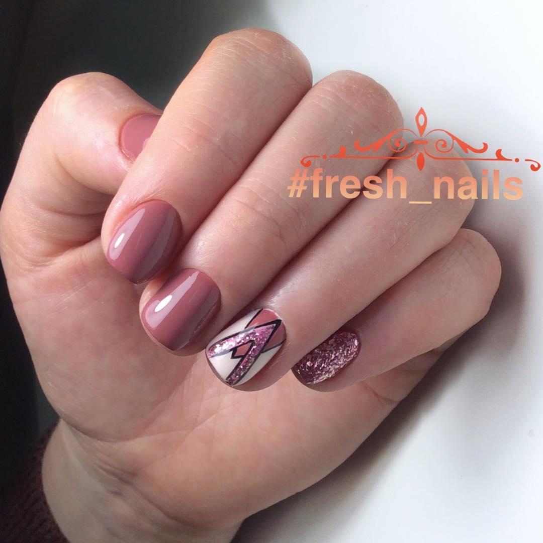Французский маникюр на короткие ногти с геометрией_2