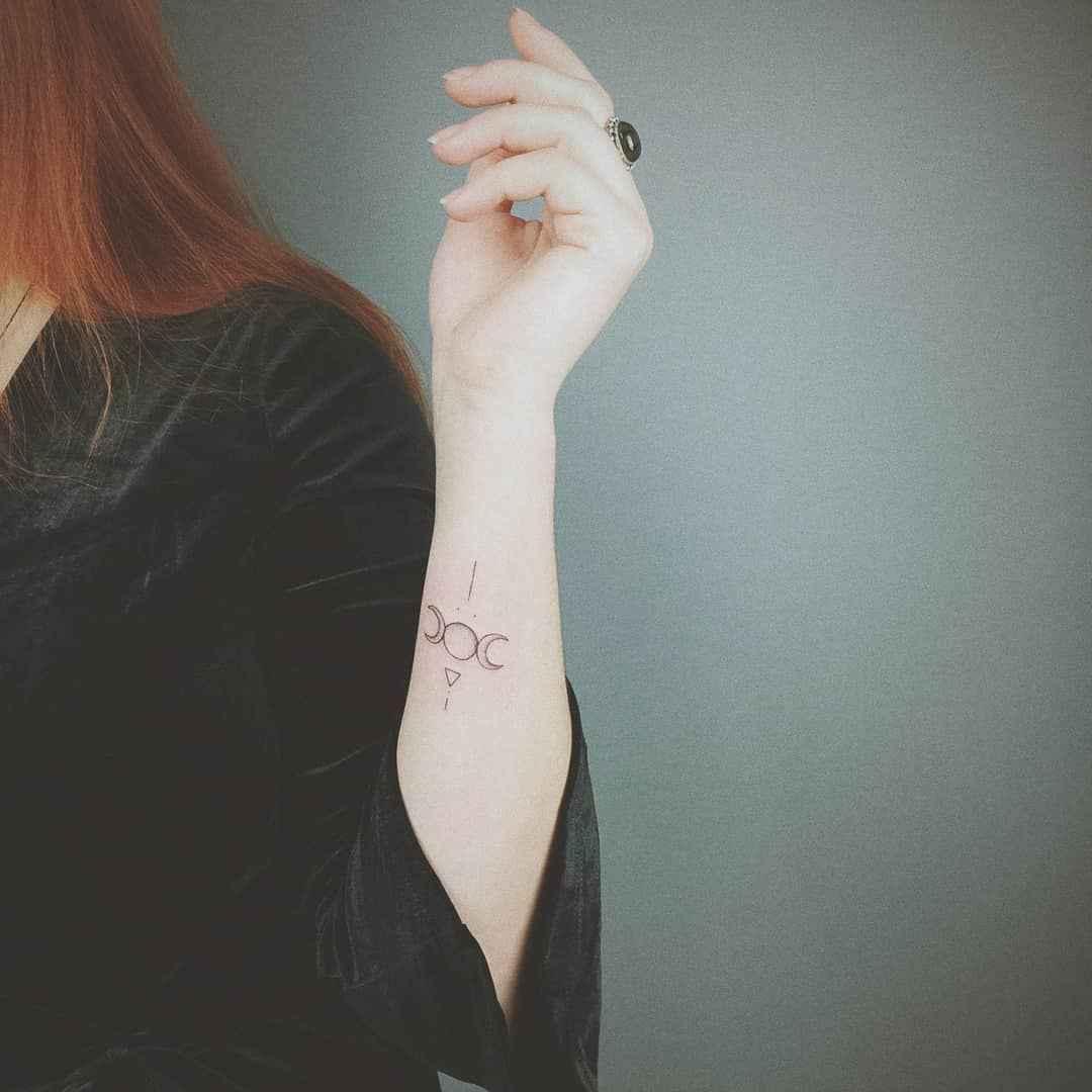 Маленькие татуировки на руке_4