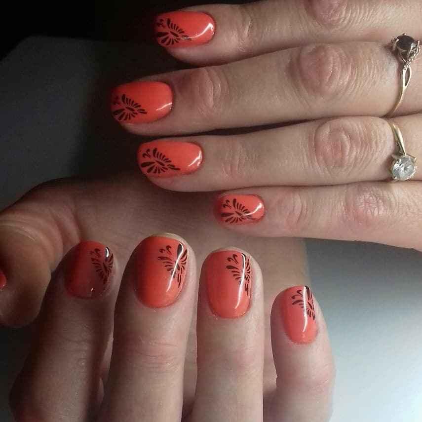 Коралловый маникюр на короткие ногти_5