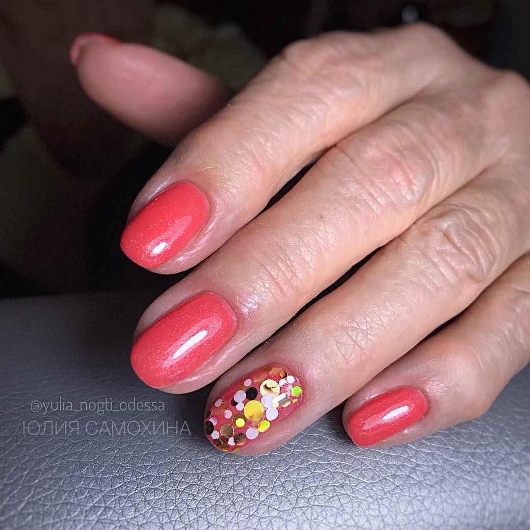 Коралловый маникюр на короткие ногти_1