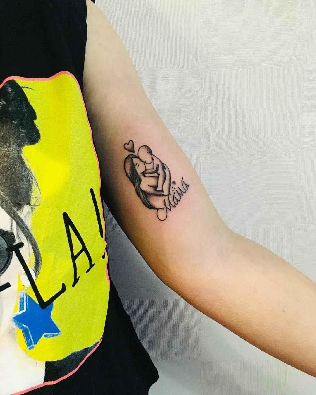 Маленькие татуировки на руке_19