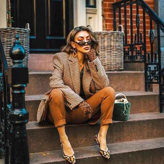 С чем носить коричневые брюки фото_7