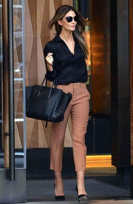 С чем носить коричневые брюки фото_13