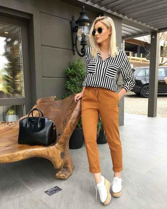 С чем носить коричневые брюки фото_20