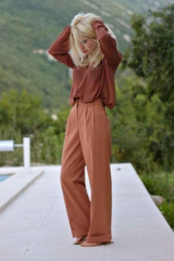 С чем носить коричневые брюки фото_11