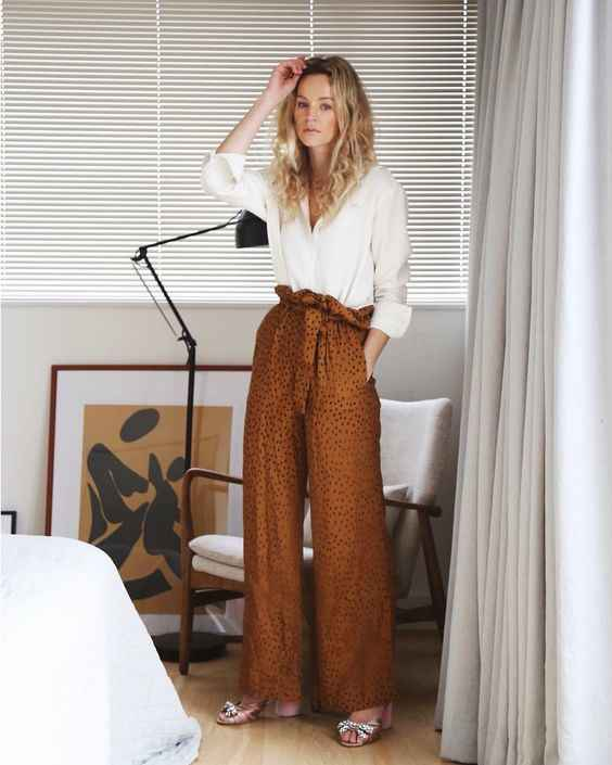 С чем носить коричневые брюки фото_3