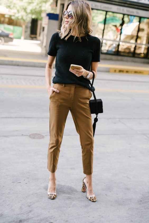С чем носить коричневые брюки фото_16