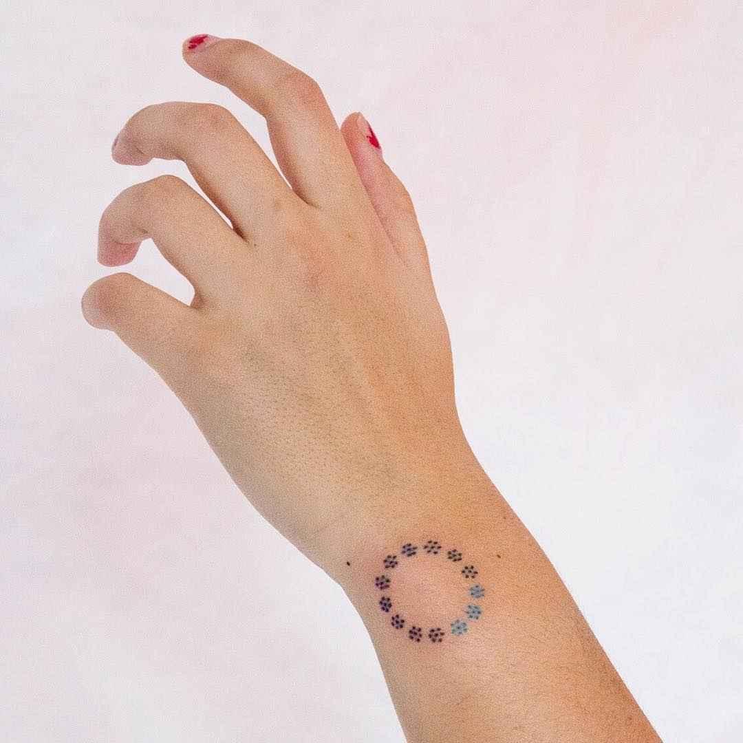 Маленькие татуировки для девушек на запястье фото_49