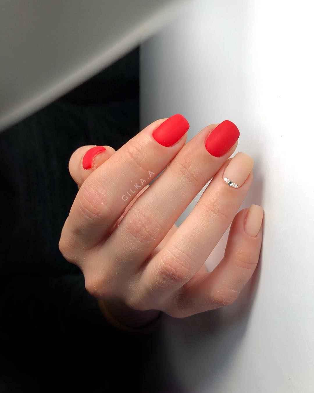 Матовый маникюр на короткие ногти фото_1
