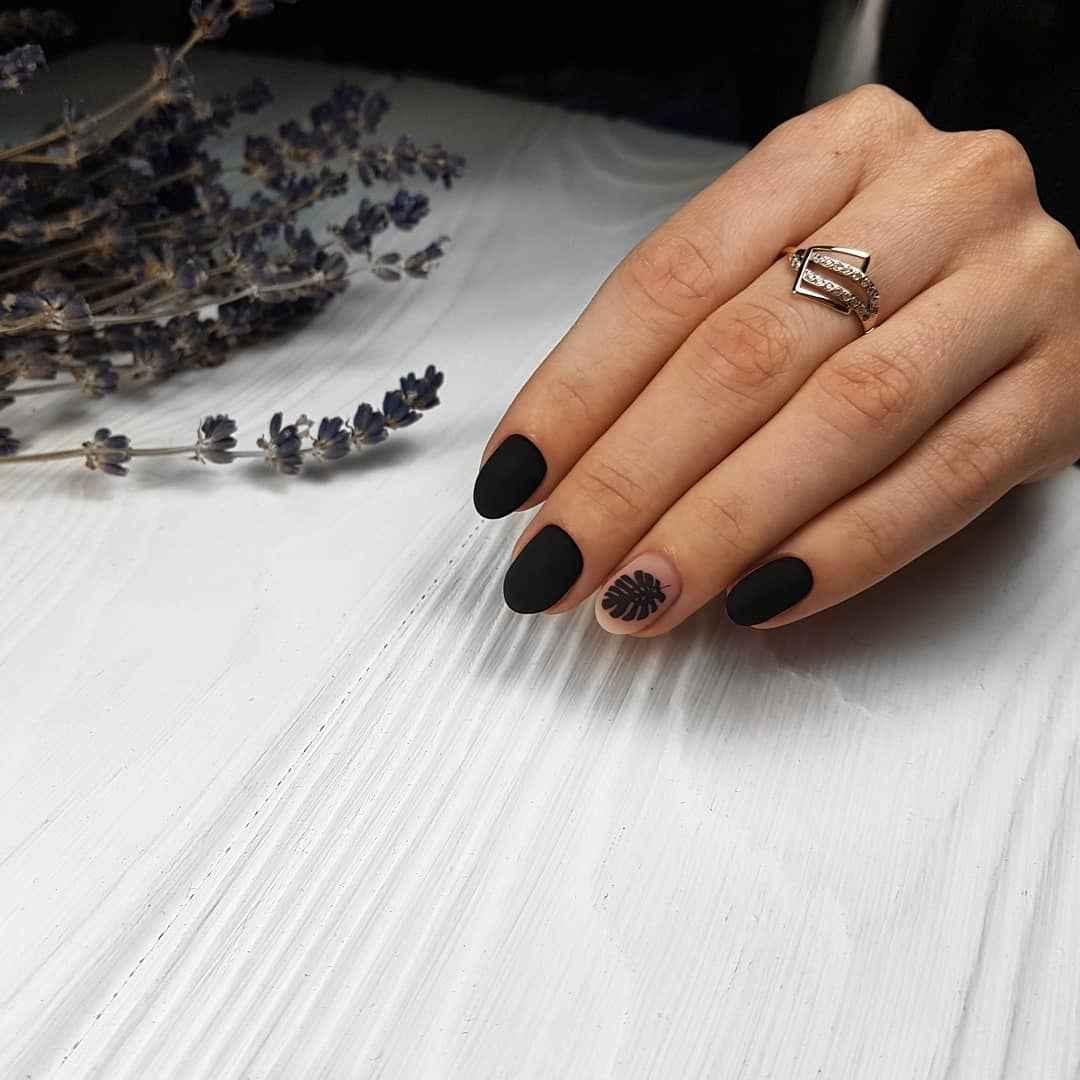 Матовый маникюр на короткие ногти с рисунком или декором фото_29