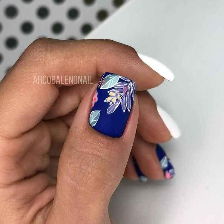 Матовый маникюр на короткие ногти с рисунком или декором фото_28