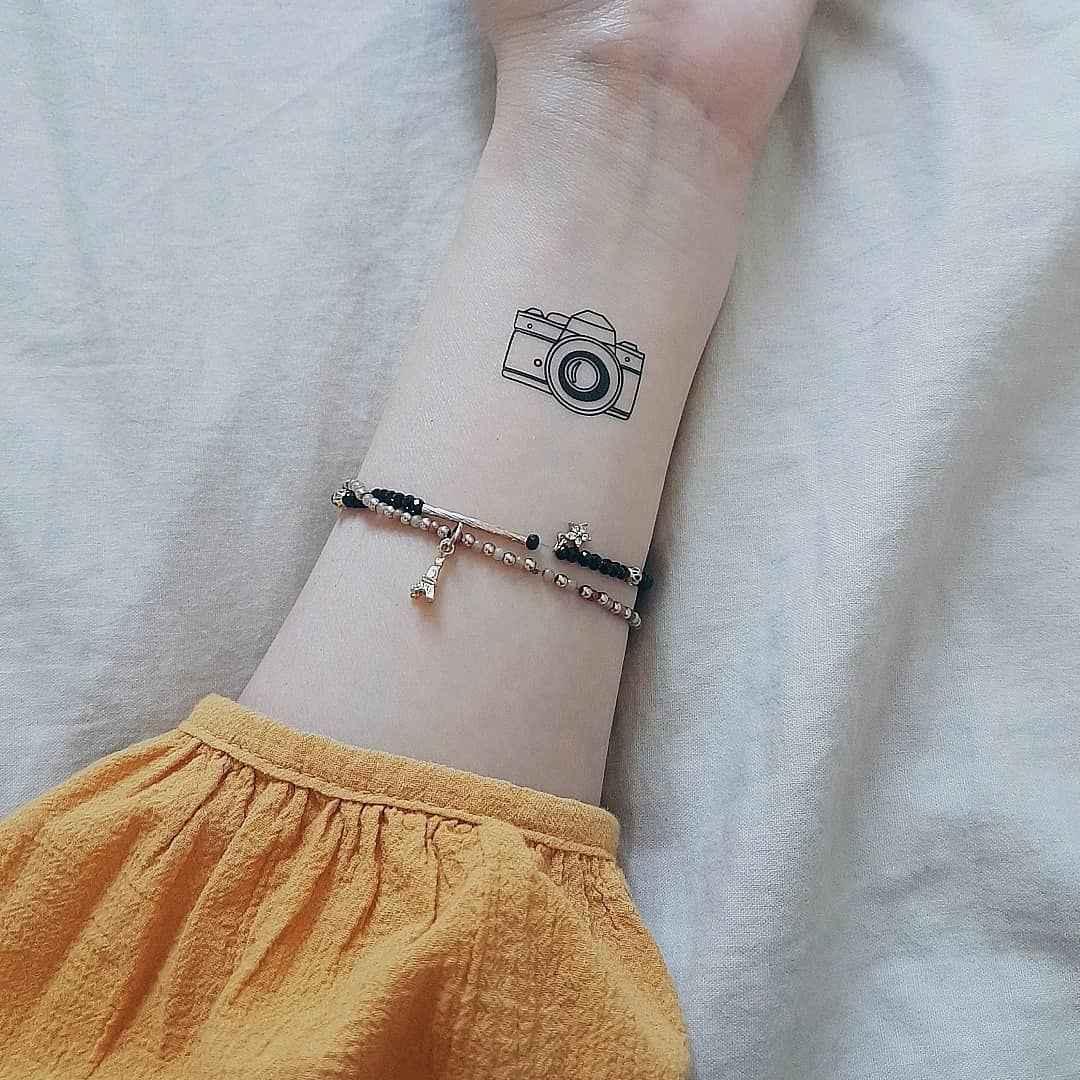 Маленькие татуировки для девушек на запястье фото_47