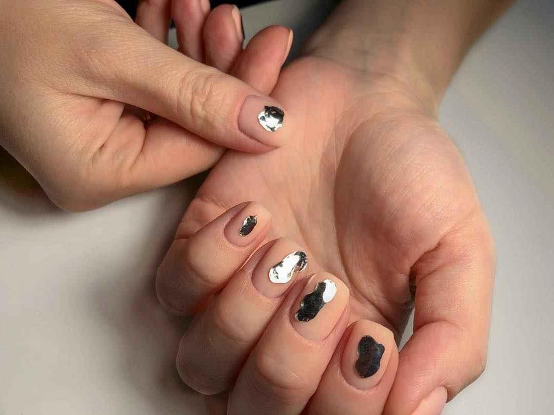 Нежный матовый маникюр на короткие ногти фото_12