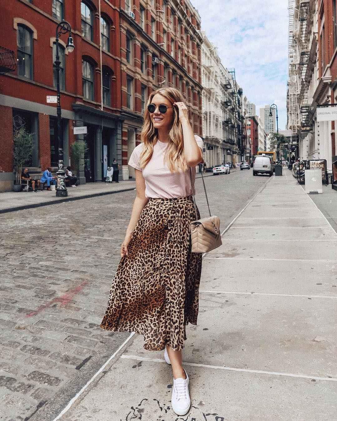С чем носить леопардовую плиссированную юбку фото_2