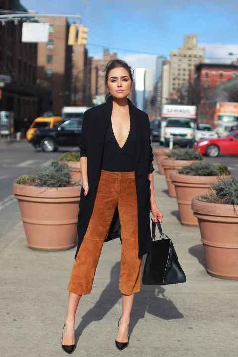 С чем носить коричневые брюки фото_17